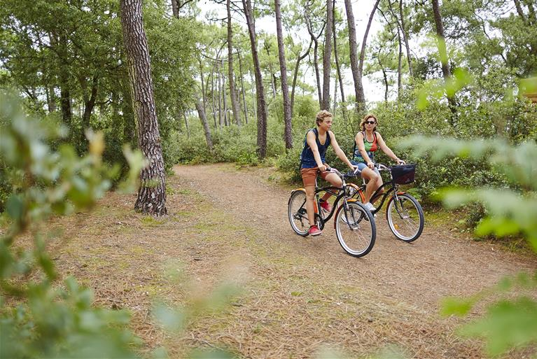 Discover our regional treasures as you follow the longest, fully-signposted cycle route in France